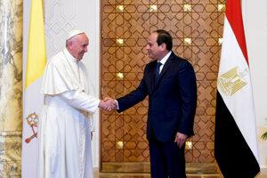 Pápež František vyzval v Káhire na ukončenie zbrojenia