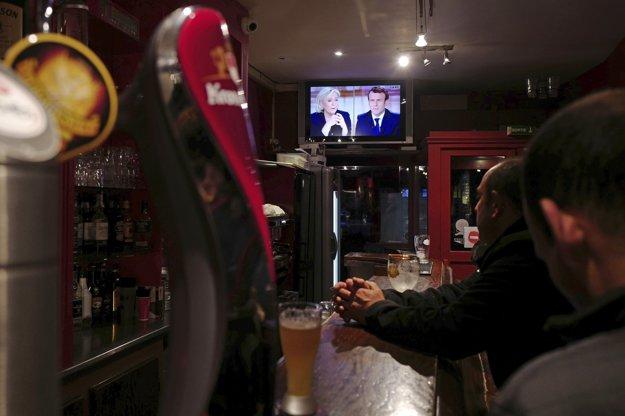 V bare v Lille sa sleduje prezidentská debata.