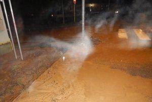 Situácia vJasove. Voda zaplavila cesty aj niektoré pivnice.