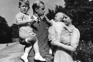 Na archívnej snímke z augusta 1951.