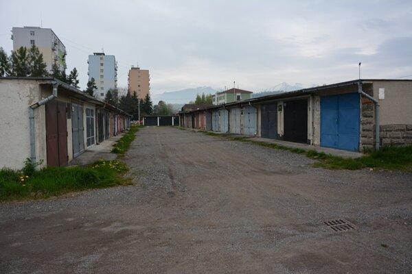 Na Alexyho ulici sa nachádza približne 600 garáží.