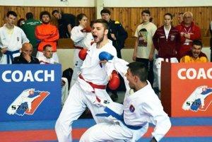Karatista Farmexu Nitra Matej Homola na ME v Turecku porazil Macedónca, ale v závere zápasu utrpel nepríjemné zranenie a musel byť hospitalizovaný v nemocnici.