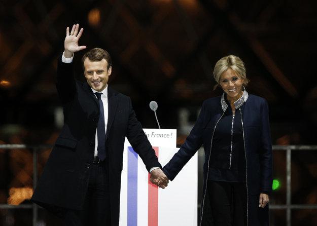 Emmanuel Macron s manželkou Brigitte.