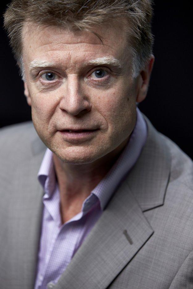 Jim Shields je profesorom francúzskych dejín a súčasnej politiky na birminghamskej Aston University.