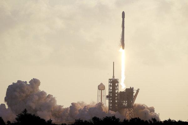 Raketa Falcon 9.