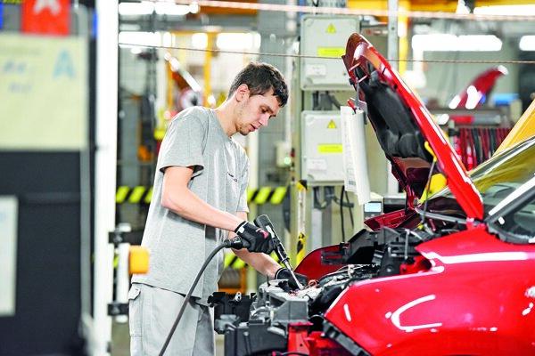 Najväčší dopyt po pracovnej sile je z automobilového priemyslu.