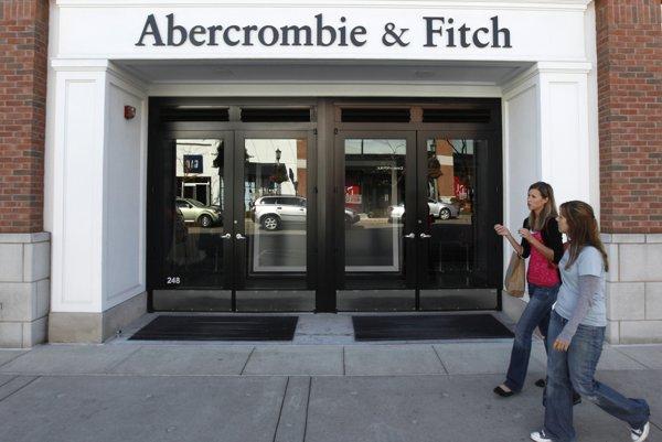 Abercrombie & Fitch zatvára množstvo svojich predajní.