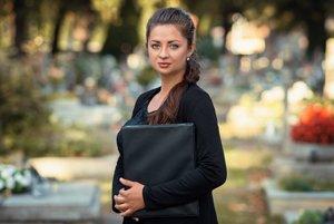 Kristína Illášová-Karabinošová (33) reční na pohreboch už pätnásť rokov.