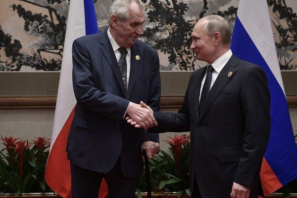 Miloš Zeman pred začiatkom rokovania s Vladimirom Putinom.
