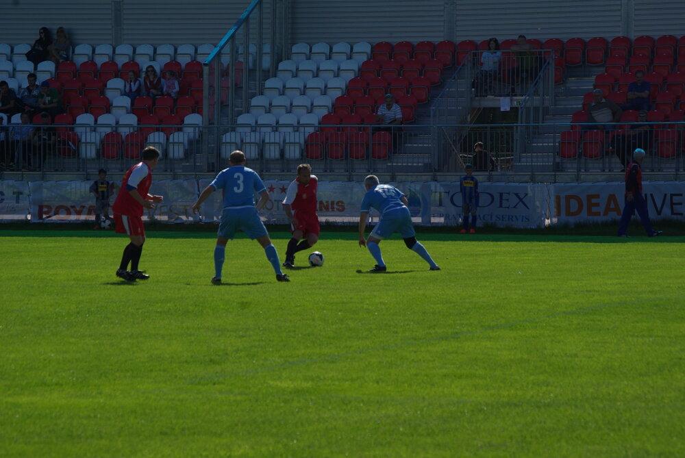 f4ef3b51151f4 Zápas Old Boys MFK Zvolen - Slovan Bratislava. 8/9. Zväčšiť Všetky fotky