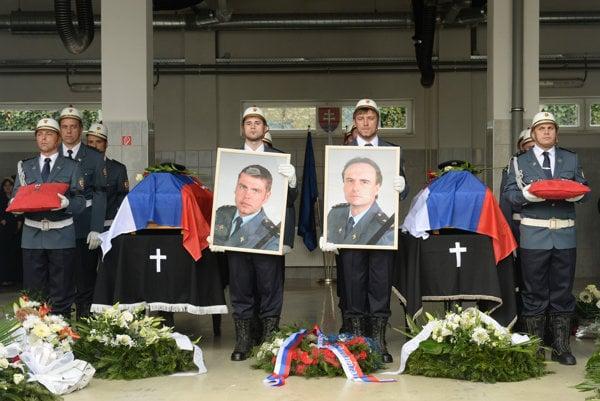 Posledná rozlúčka so zosnulými príslušníkmi Okresného riaditeľstva Hasičského a záchranného zboru (HaZZ) v Prešove Radoslavom Lackom (na fotografii vpravo) a Petrom Toďorom.