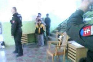 Foto z incidentu na policajnej stanici.
