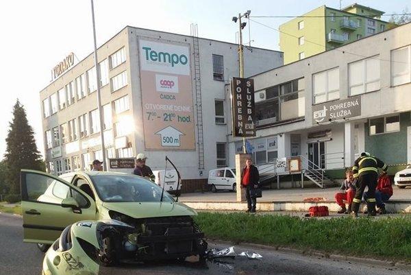 Dopravná nehoda sa stala neďaleko Kysuckej nemocnice.