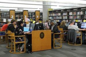 Mladých Singapurčanov chcú naučiť aj ako sa správať v knižnici.