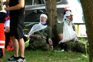 Podľa slov hovorcu záchranárov ošetrili sedemnásť vojakov.