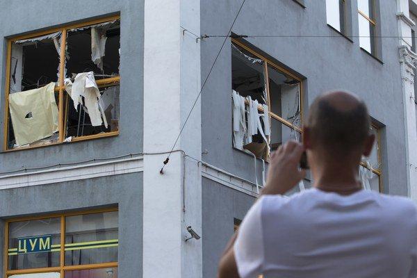 Doneck je zničený. Takto vyzerá obchodné centrum po výbuchu, ktorý zranil jedného človeka.