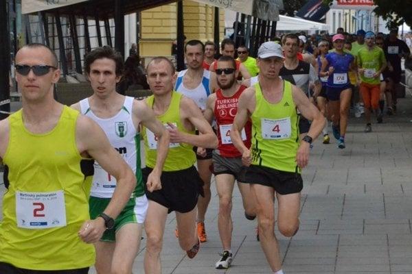 Polmaratón sa vlani bežal ešte ulicami centra Martina.