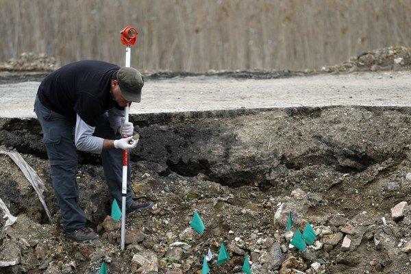 Masový hrob našli 280 kilometrov južne od Belehradu.