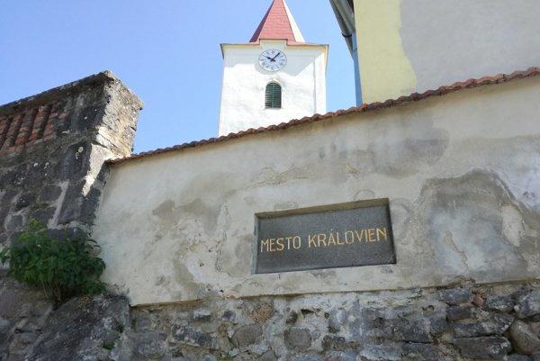 Bátovce sú označované aj ako mesto kráľovien.