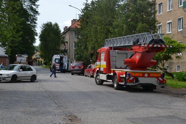 Záchranná akcia na Školskej ulici.