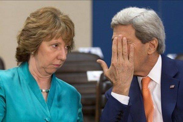 Ashtonová a Kerry.