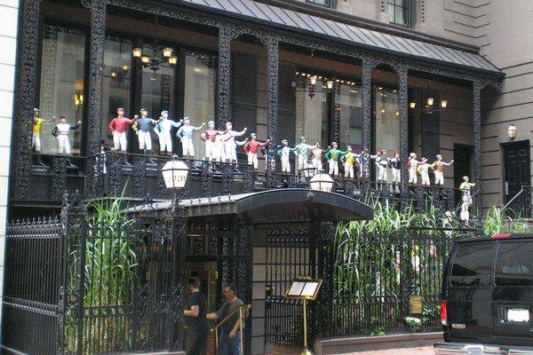 K takýmto klubom patrí aj newyorský 21 Club.