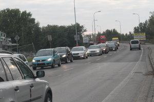 Dopravná situácia v meste je katastrofálna.