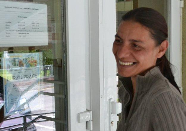 Natália Balogová - tridsaťšesťročná žena zPavloviec má len základné vzdelanie. Nikdy nepracovala ani nebrigádovala. Tvrdí, že chce byť zamestnanou aprijala by akúkoľvek prácu, zodpovedajúcu jej vzdelaniu