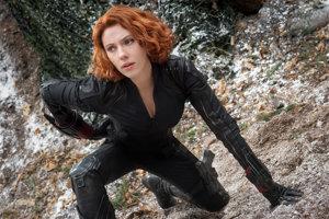 Scarlett Johansson ako Čierna vdova vo filme Avengers 2: Vek Ultrona.