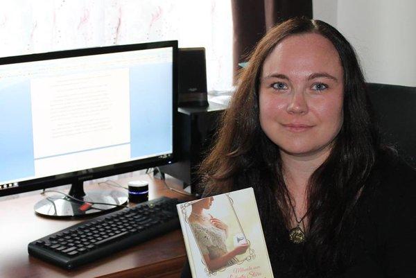 Michaela E. Hajduková. Zvolila si náročnú tému, ako sa s ňou popasovala, dozviete sa v jej novej knihe.