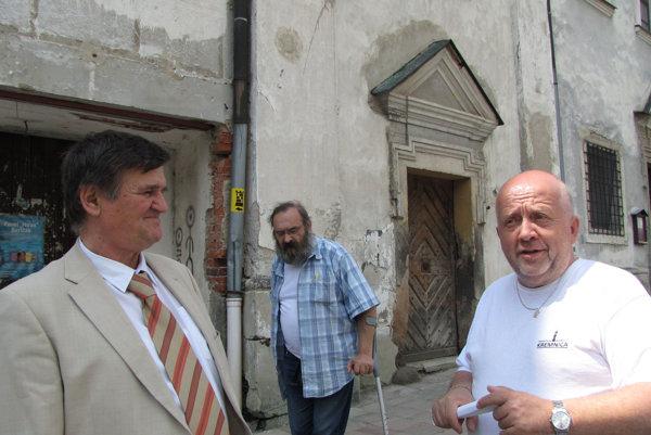 Priestory si prezrel prezident zväzu František Jablonický (vľavo).