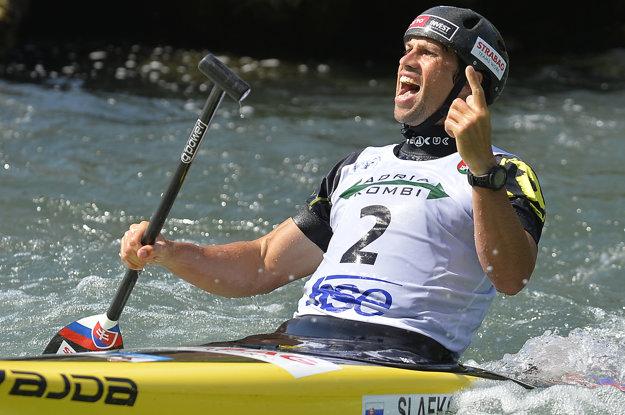 Na snímke slovenský reprezentant Alexander Slafkovský po finálovej jazde v kategórii C1 na majstrovstvách Európy slalomárov na divokej vode v slovinskom Tacene.