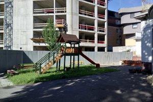 Dvor materskej školy na Beskydskej ulici.