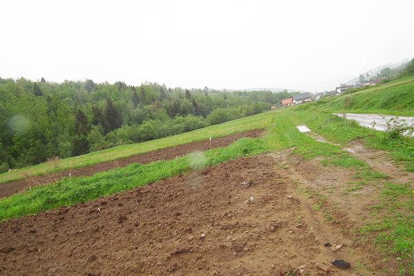 Hrady vyšné – jedna zlokalít na konci dediny, kde prebiehajú pozemkové úpravy.