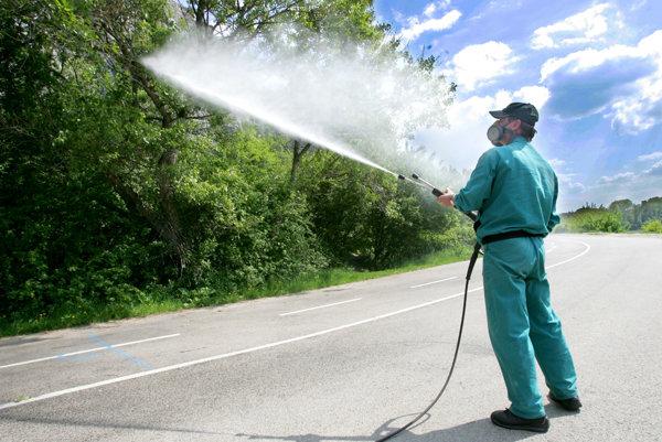 Postrekovanie proti komárom.