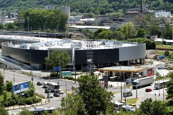 Stavba rozsiahleho dopravno - obchodného komplexu finišuje.