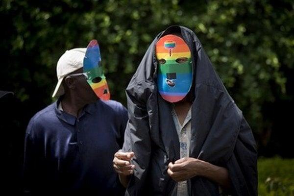 Za práva homosexuálov protestovali v anonymite.