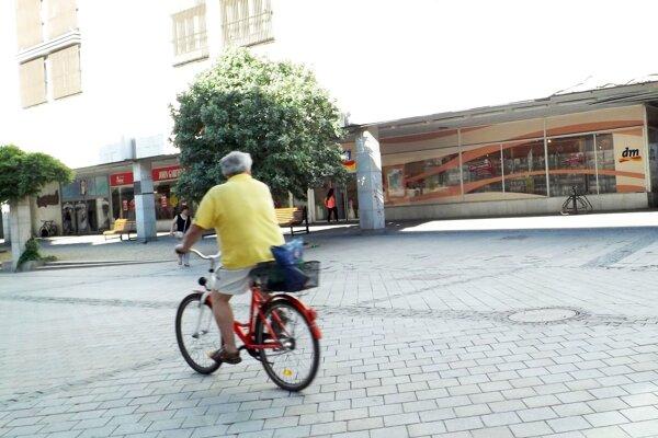 Po pešej zóne v Nitre môže cyklisti jazdiť od 19. hodiny do desiatej dopoludnia.