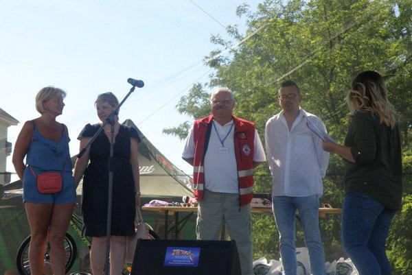 Moderátorka programu Romana Bojdová pozvala na pódium autorov projektu.