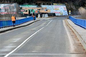 Most pri Košických Hámroch. KSK sľubuje, že nútené obchádzky cez Opátku alebo Ruské Pekľany sa skončia ešte tento rok.
