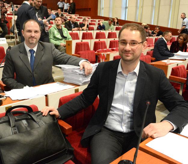 Gibóda a Polaček. Poslancom sa nepozdáva podnikanie Rašiho sesternice s odpadovom hospodárstve.