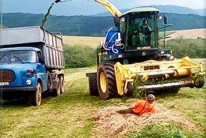 Peter Bombjak si ľahol pred idúcu rezačku, aby družstevníkom zabránil zberu úrody.