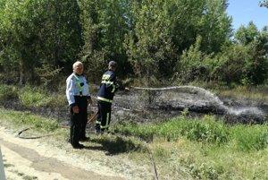 Hasiči z Trnovca si museli poradiť s množstvo požiarov suchého porastu.