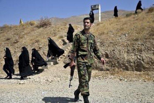 Irán sa snaží demonštrovať svoju vojenskú silu na Blízkom východe.