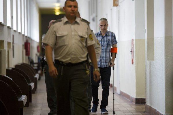 V pozadí obžalovaný český občan Pavel Novotný.