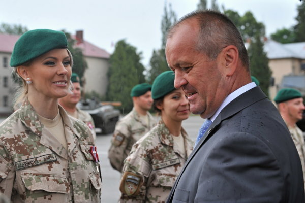 Minister obrany Peter Gajdoš privítal vojakov po návrate z Afganistanu.