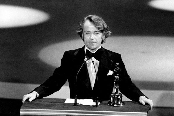 John Avildsen v roku 1977 pri preberaní Oscara za režírovanie filmu Rocky.