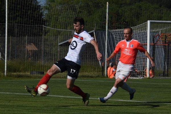 Martin Kordiš (v bielom) má obdivuhodnú streleckú formu.