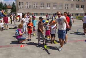 Tomáš Surový dáva inštrukcie možno aj budúcim hokejistom.