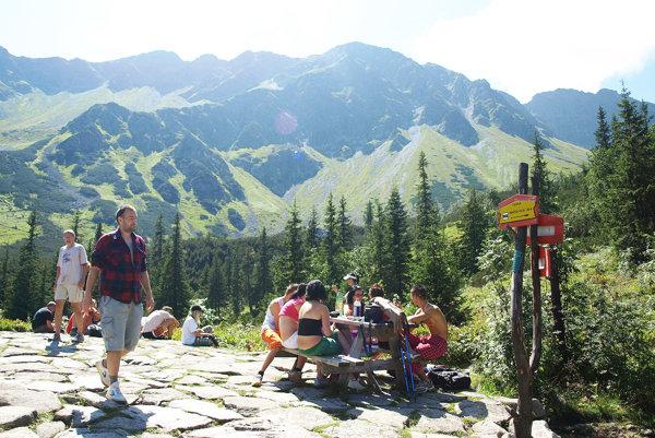 V lete sa Roháče zaplnia tisíckami turistov.
